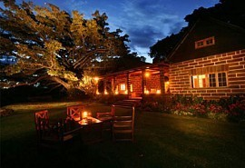 02-lodge-at-night.jpg