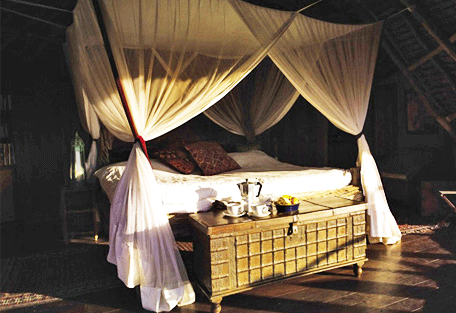 456_loisabacottage_bed.jpg