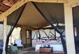 456a_sarara-tented-camp_bedroom.jpg