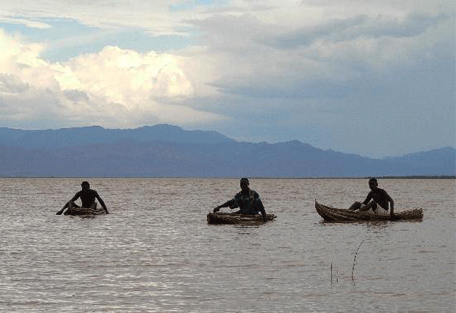 456_lakebaringo_canoes.jpg