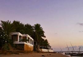 02-hotel-from-beach.jpg