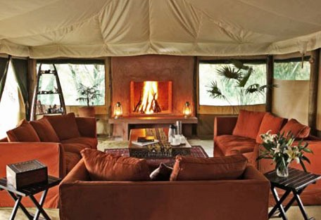 02-tented-lounge-with-fire-.jpg