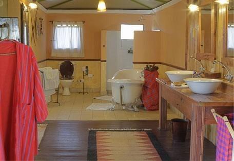 456d_tipilikwani_bathroom.jpg