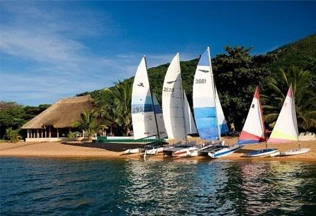 456_malawi_windsurfing.jpg