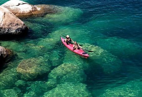 456_malawi_canoe.jpg