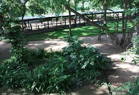 456f_thestables_garden.jpg