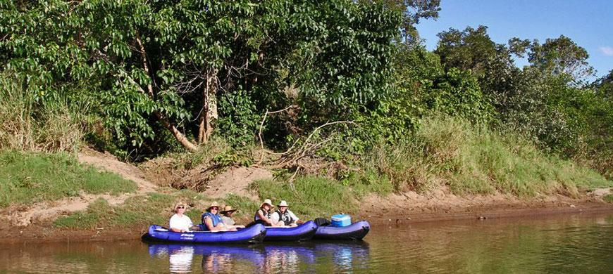 870_nkhotakota_canoe.jpg