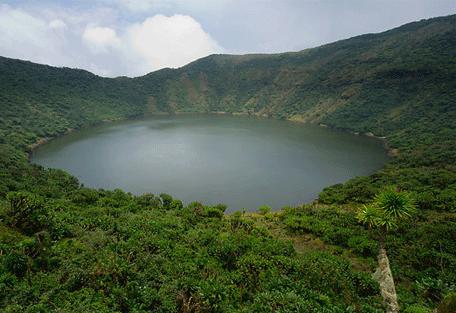 456_rwanda_crater.jpg