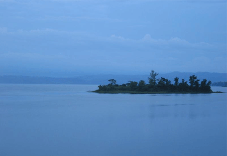 870_rwanda_lake.jpg