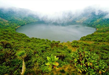 456_volcanoes_lake.jpg