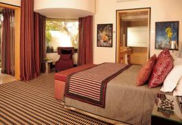 456a_no5-boutique-art-hotel_bedroom.jpg
