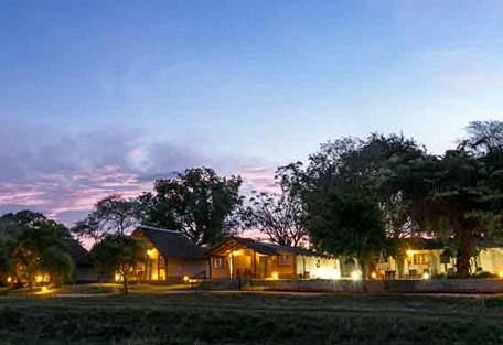 sunsafaris-10-Umkumbe-Safari-Lodge.jpg