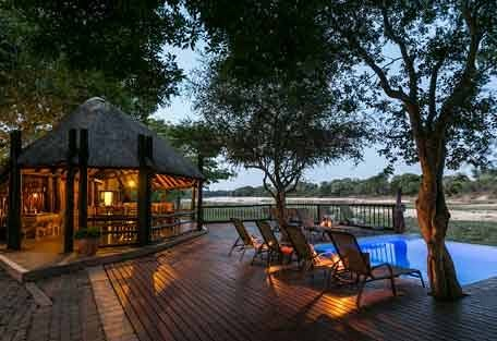 sunsafaris-3-Umkumbe-Safari-Lodge.jpg