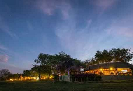 sunsafaris-7-Umkumbe-Safari-Lodge.jpg