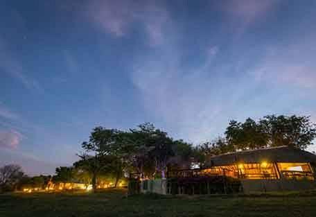sunsafaris-7-Umkumbe-Safari-Lodge.jpg