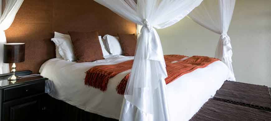 sunsafaris-2-Umkumbe-Safari-Lodge.jpg
