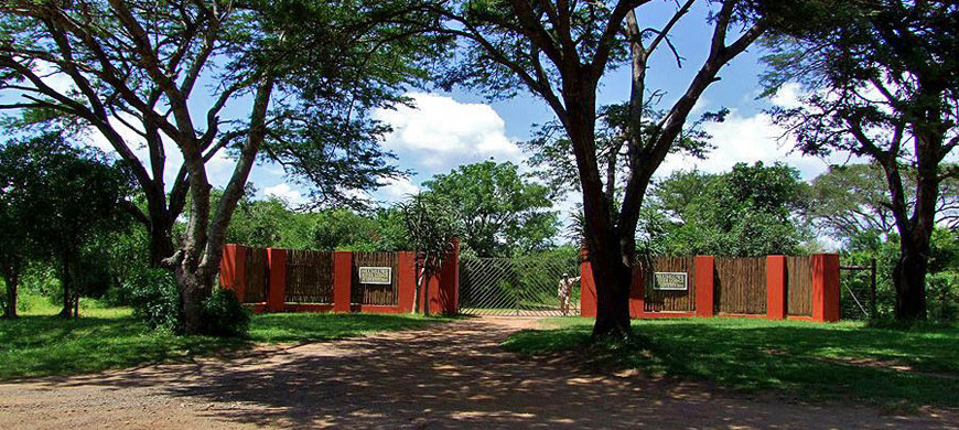870_riverlodge_entrance.jpg