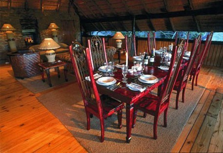 456g_eaglesnest_dining-area.jpg