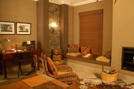 02-lounge-area.jpg