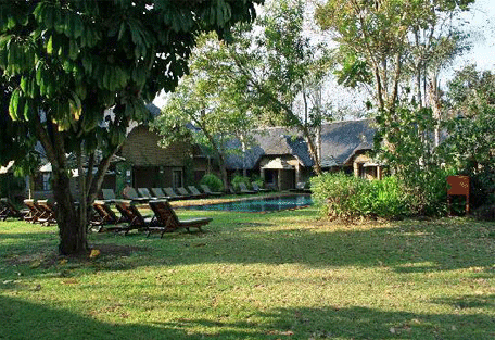 456i_hippo-hollow-country-estate_garden-view.jpg