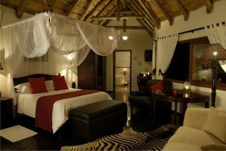 03-suite-bedroom.jpg