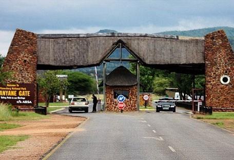 456_pilanesberg_entrance.jpg