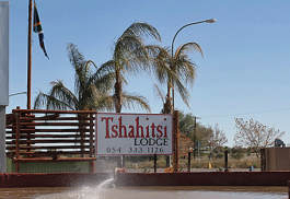 456a_tshahitsi-lodge_entrance.jpg