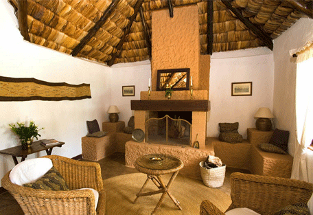 456d_arusha-safari-lodge_lounge.jpg