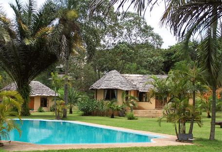 456i_arusha-safari-lodge_pool.jpg