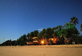 456a_saadani-safari-lodge_night_lodge.jpg