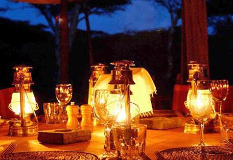 456c_serengeti-safari-camp_dinner.jpg