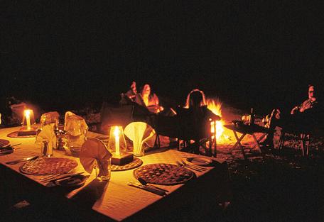 456d_serengeti-safari-camp_camp-fire.jpg