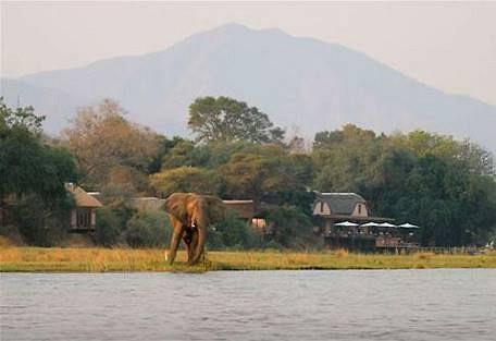 sunsafaris-4-lower-zambezi-national-park-safari.jpg