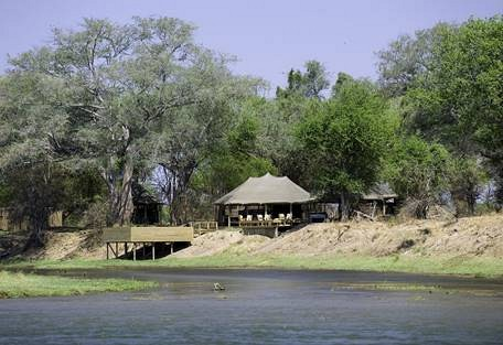 sunsafaris-17-rukomechi-camp.jpg