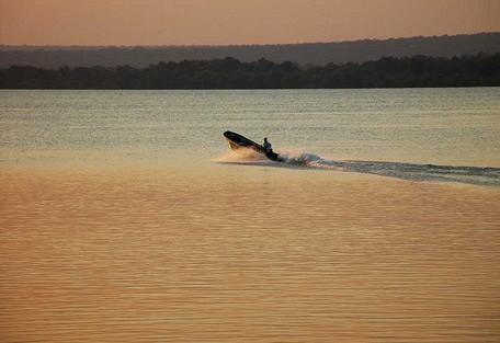 boat-zambezi.jpg