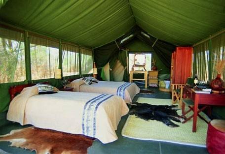 456-4-tent-interior-twin-bedro.jpg