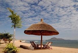456_lakemalawi_beach.jpg