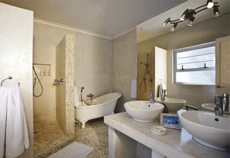 456h_namibia-luxury-self-drive_swakopmund-bathroom.jpg