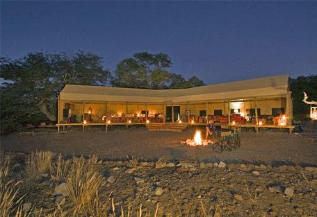 456k_namibia-luxury-self-drive_desert-rhino-camp-night.jpg