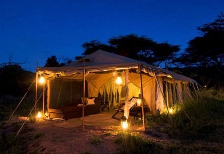 04-guest-tent-by-night.jpg